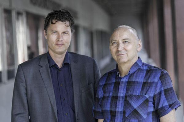 2013: Avtroppende direktør Egil Akselsen (t.h.) og påtroppende direktør Arild Kalkvik i Trondheim kino. Foto: Bjørn Christiansen