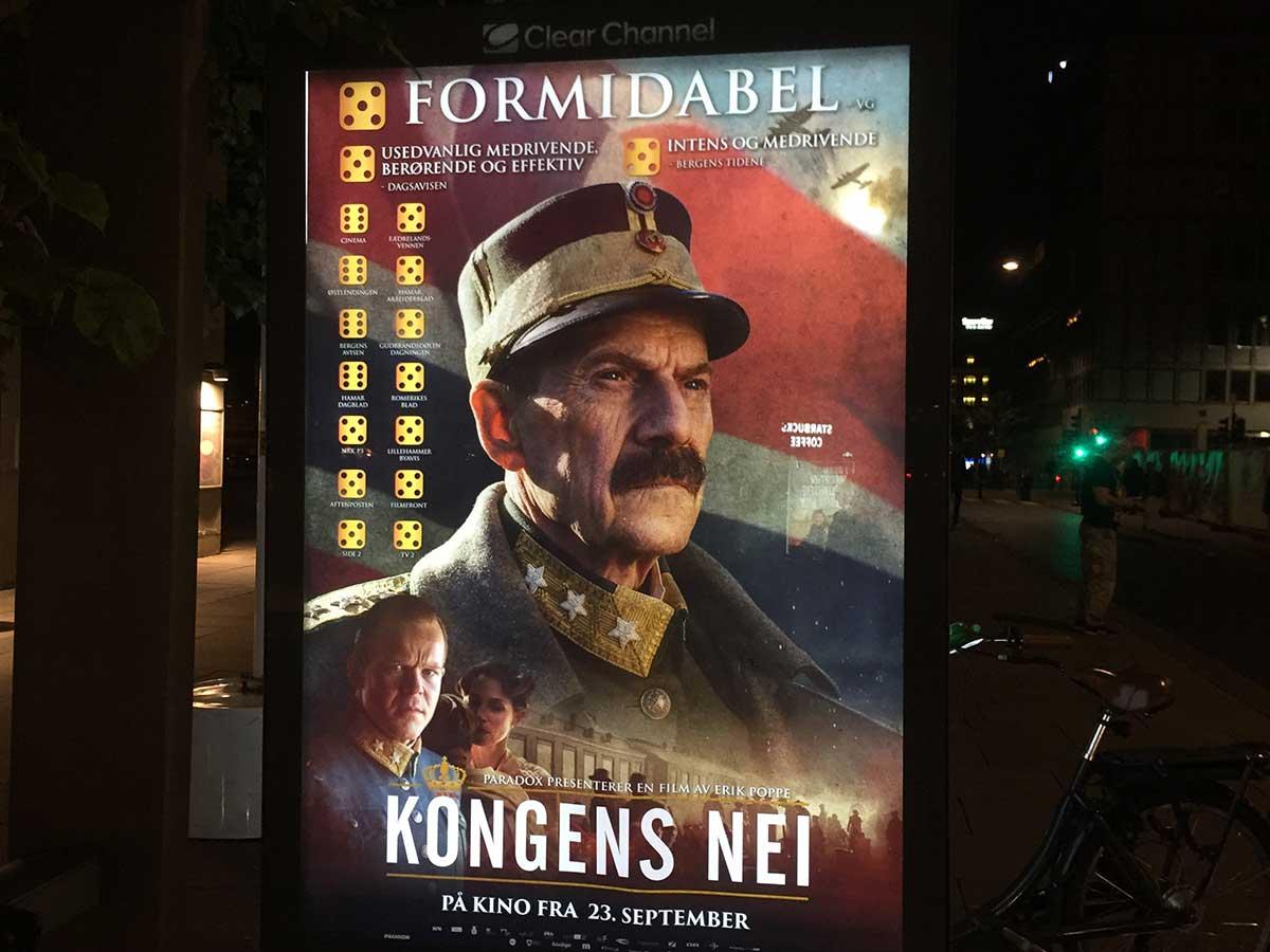 Kongens nei-plakatene med ferske terningkast var raskt oppe på reklameplassene i Oslo sentrum helgen fredag 23. til søndag 25. september. Foto: John Berge