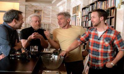 Regissør Denis Villeneuve, Ridley Scott, Harrison Ford og Ryan Gosling på filmsettet til Blade Runner 2049. Foto: Stephen Vaughan/Alcon Entertainment, Warner Bros.
