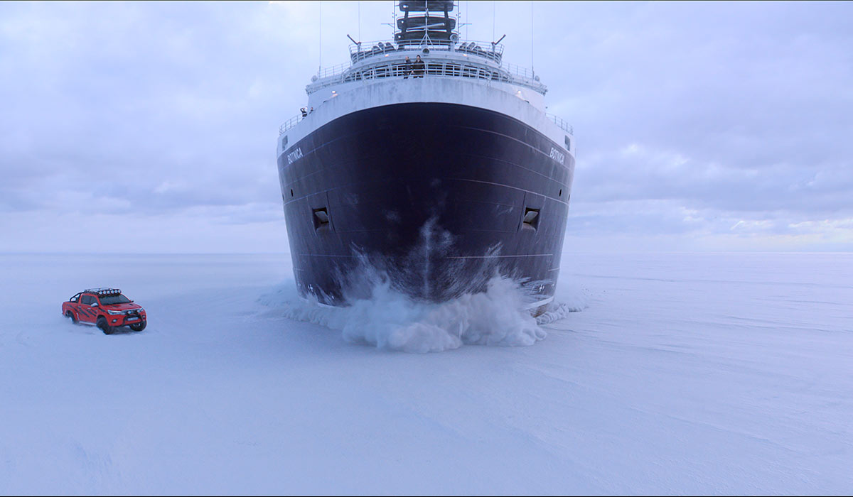 PÅ GLATTISEN: Det blir spektakulære, og nokså unike, scener da Børning 2 presenterer et billøp i vinterland.