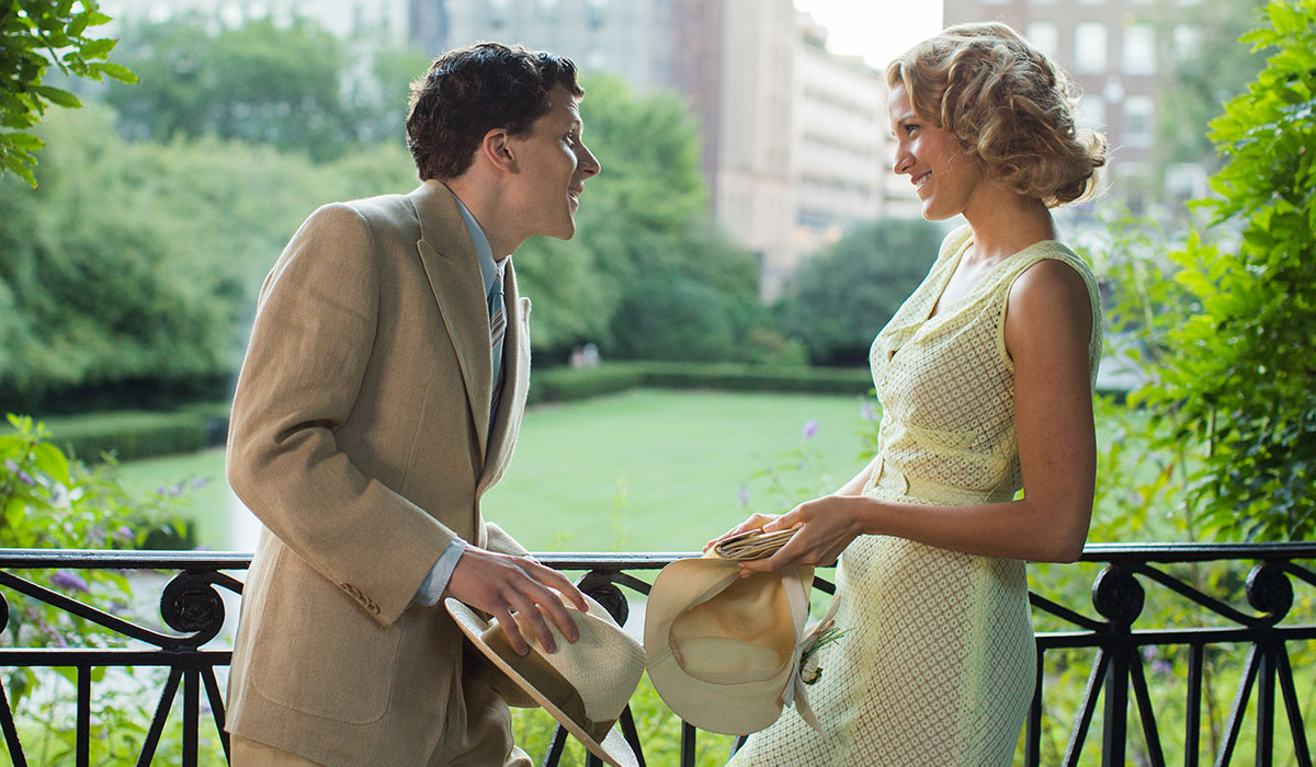 Bobby (Jesse Eisenberg) og Vonnie (Kristen Stewart) i Café Society.