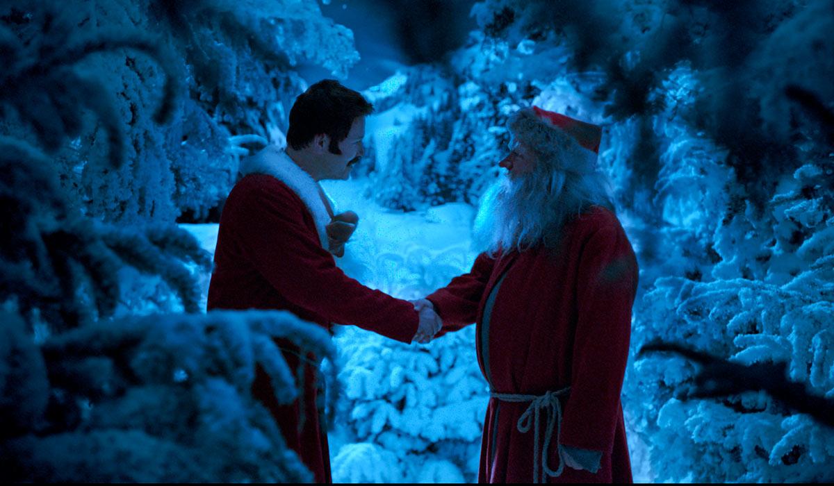 KLASSISK HÅNDTRYKK: De fleste av oss kjenner vel til håndtrykket mellom Snekker Andersen (Trond Espen Seim) og Julenissen (Anders Baasmo Christiansen) fra originalhistorien.