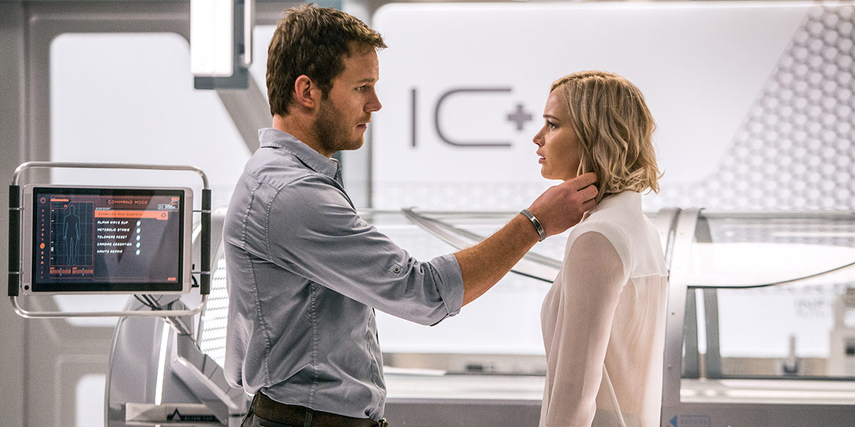 Jim (Chris Pratt) og Aurora (Jennifer Lawrence i Passengers.