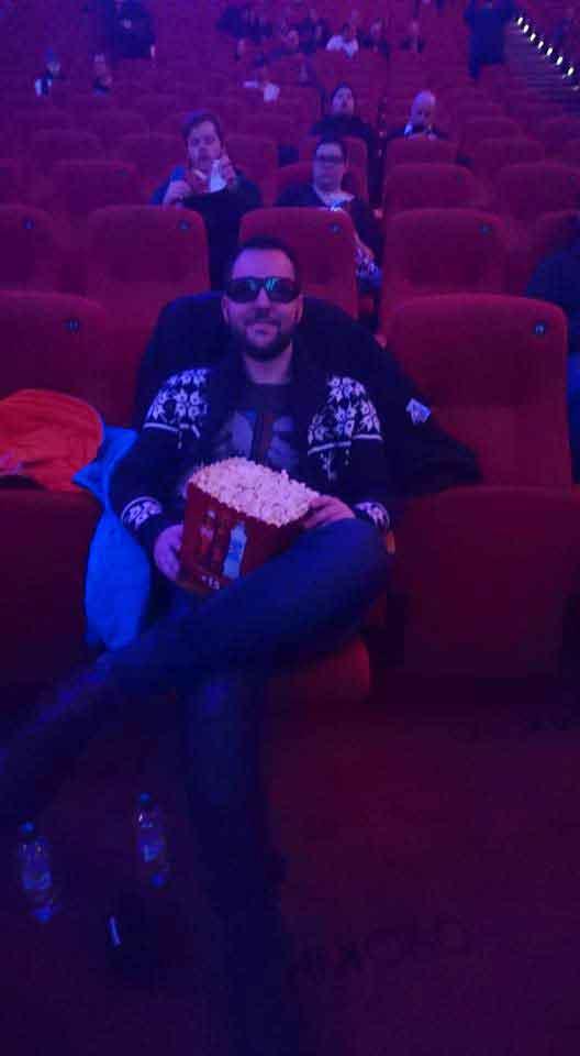 researcher Thomas Borge hos Media Direct Norge (MDN) satt i godstolen på Colosseum kino i Oslo og så den nye Star Wars-filmen. Foto: Privat