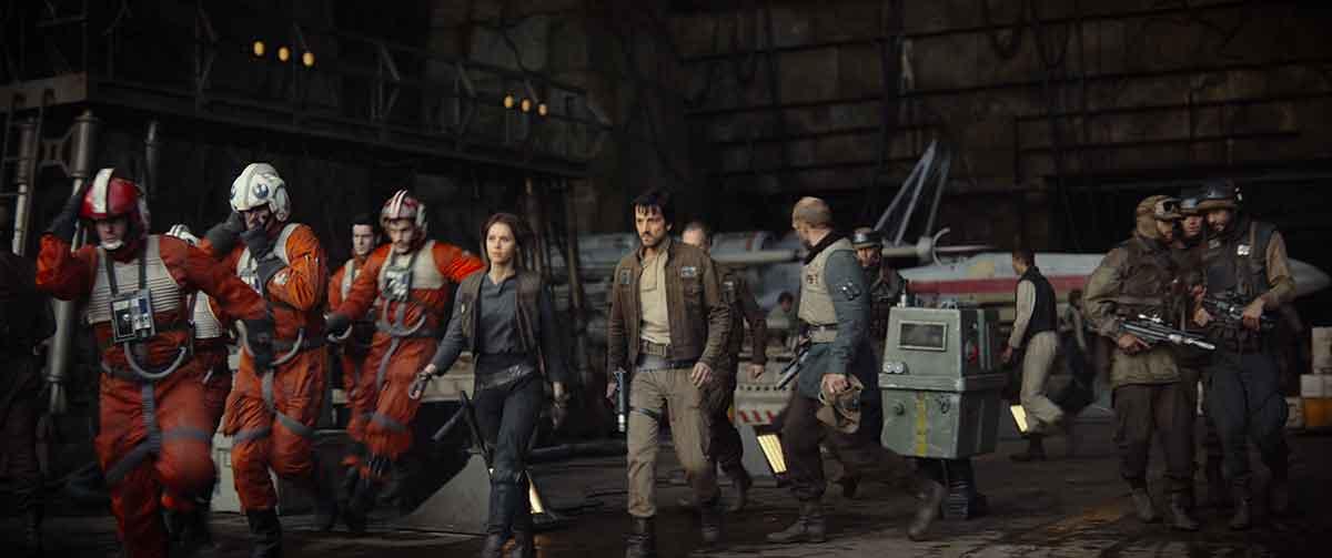 BAND OF BROTHERS: Opprørene ut fra en klassisk opprørsbase, slik vi kjenner de fra originalfilmene.
