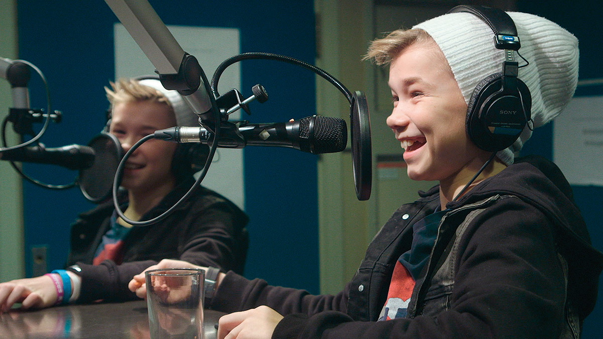 Marcus og Martinus i radiostudio. Foto: Norsk Filmdistribusjon / Fenomen