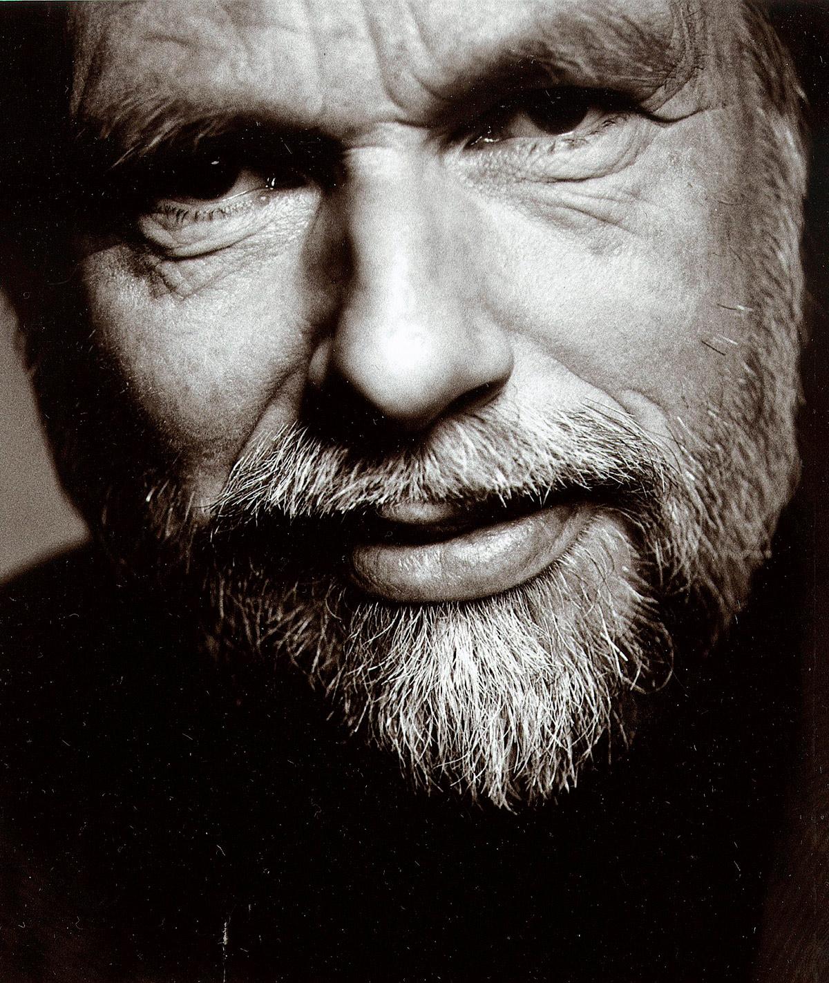 """Jan Mehlum (f. 1945) er til daglig forfatter. Han drev Tønsberg Kino i 1992-2000 og er nå med på «restarten"""" av Brygga Kino. Foto: Gyldendal Forlag."""