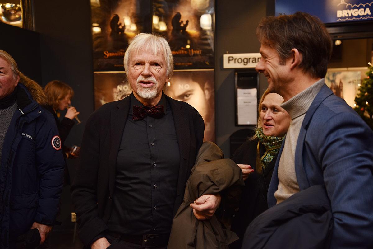 Kinoveteran og forfatter Jan Mehlum i samtale med noen av gjestene under den offisielle festkvelden, torsdag 7. januar 2017. Foto: John Berge, KINOMAGASINET.no ©