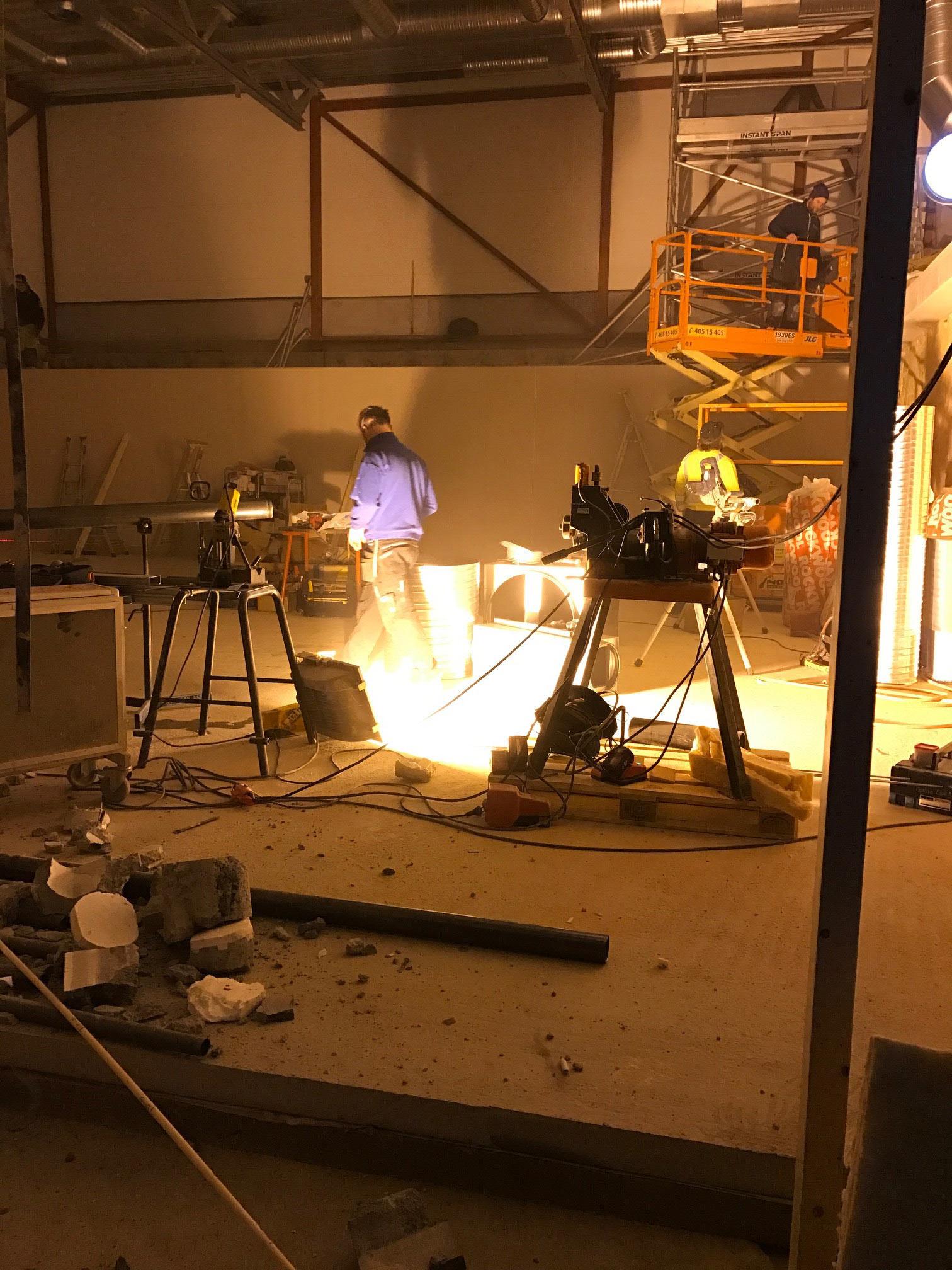 Arbeidet er i full gang i det som blir kinoens nye stolthet – en 4K- og Atmos-basert, moderne kinosal. Foto: Nes kulturhus.