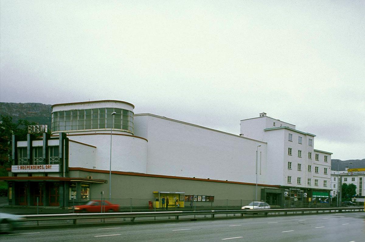 Forum kino i 1996 med Independence Day på 35 mm på plakaten. Foto: Birger Lindstad, Riksantikvaren