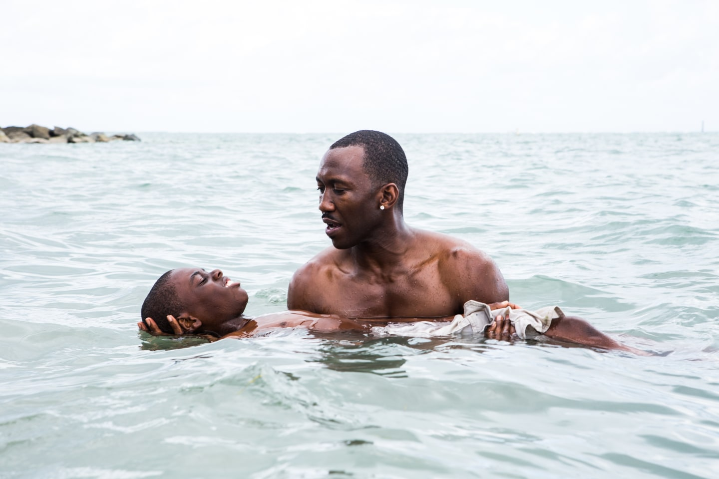 Alex Hibbert og Mahershala Ali i Moonlight.