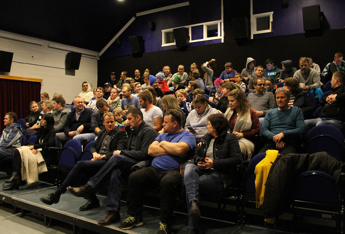 Fullt hus og god stemning da det var offisiell åpning av Vega kino lørdag 28. januar 2017. Foto: Benedicte Rorøen